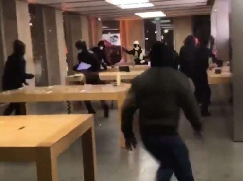 Mass riots hit Apple Store in Bordeaux, France