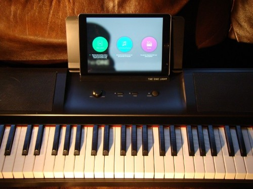 Smart keyboard will teach you how to play piano