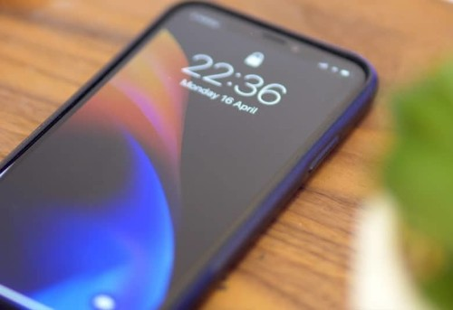 iOS 12.1 lock screen flaw lets anyone access your contacts