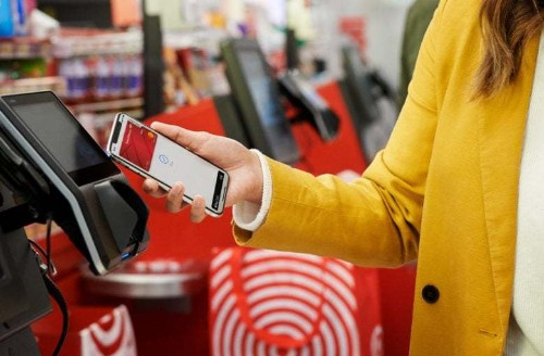 Apple Pay adoption soars, but still lags in U.S.