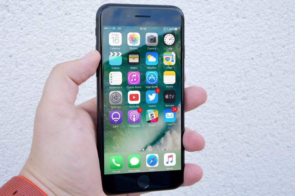 New iMessage hack lets you crash friends' iPhones via text message