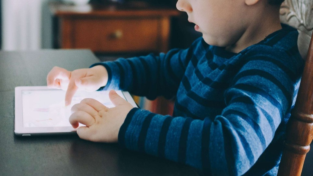 How to disable touchscreen on iPhone and iPad before lending to kids