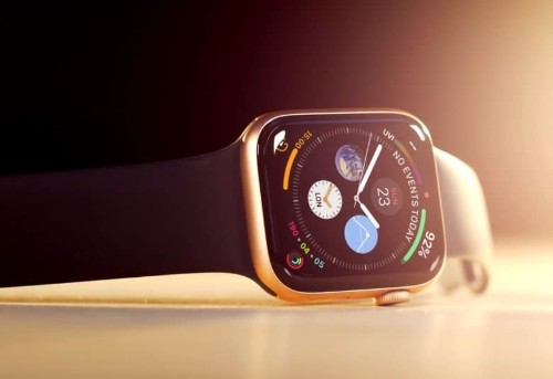 People love declining phone calls on their Apple Watches