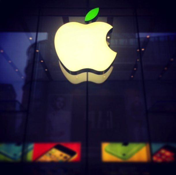 Apple Store Logos Go Green For Earth Day