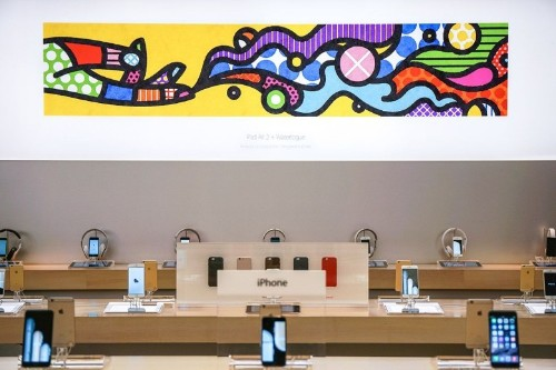 Apple gets sued for licensing allegedly plagiarized art