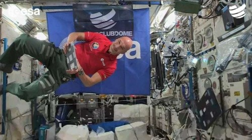 Astronaut uses iPad to DJ an out-of-the-world party