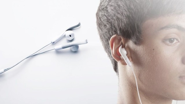 Fix Apple's Broken EarPod Design With This $10 Accessory