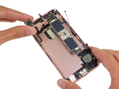iPhone 6s teardown reveals smaller battery, heavier display
