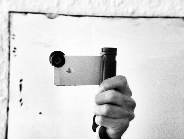 Shoulderpod's chunky S1 grip makes iPhone camera far easier to use