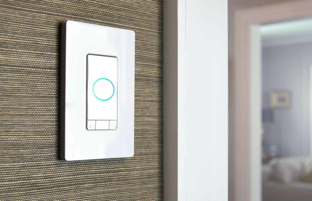 iDevices Instinct, a 4-in-1 HomeKit smart switch that puts Alexa in your wall