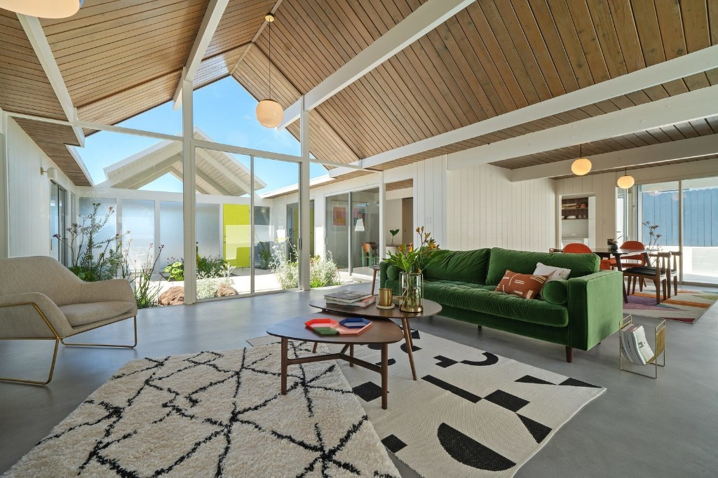 Before & After: Another A. Quincy Jones Eichler Is Returned to Its Former Glory in Oakland