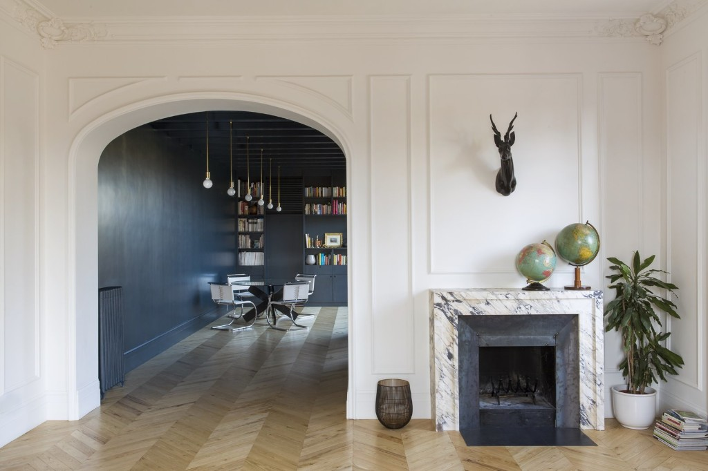 A Historic Apartment in Rome Is Treated to a Dramatic New Look