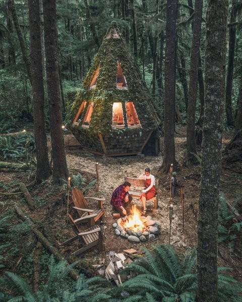 Photo 13 of 13 in This Dreamy Diamond Cabin Is Straight Out of a…