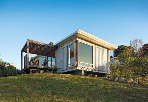A Compact Prefab Vacation Home