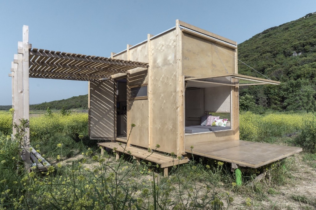This Off-Grid Turkish Cabin Features a Nifty Pulley System
