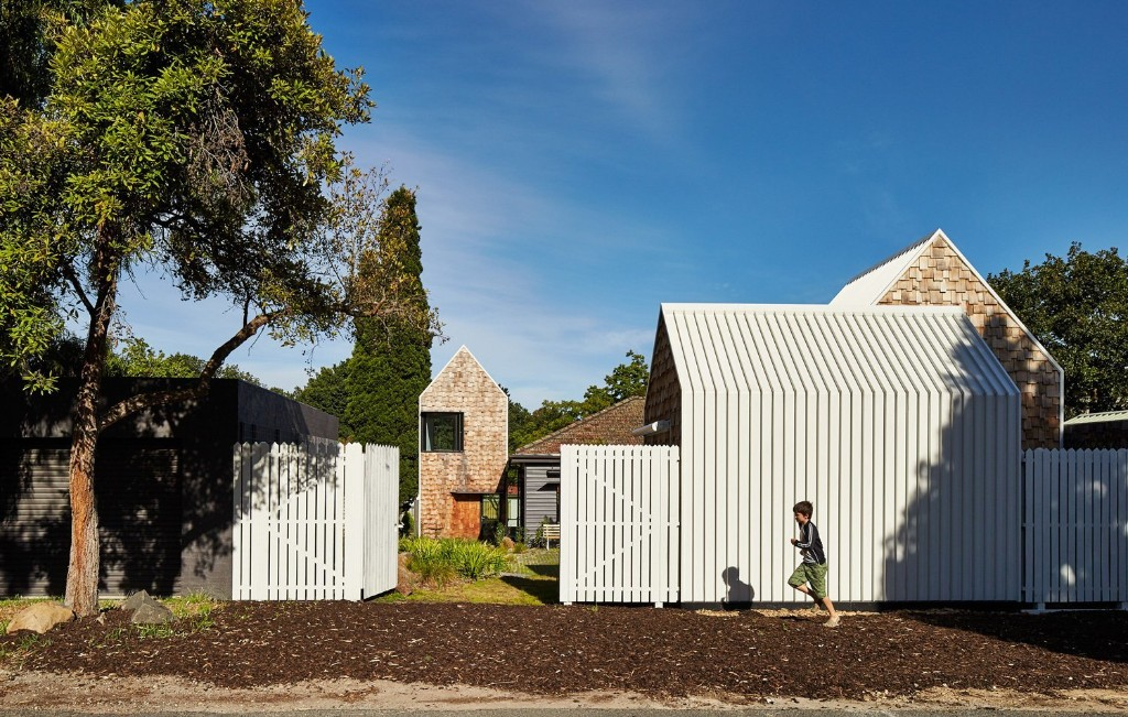These 11 Modern Fences Bring a Whole New Meaning to Curb Appeal
