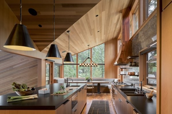Before & After: An Outdated Oregon Home Reconnects With Forest and Meadow