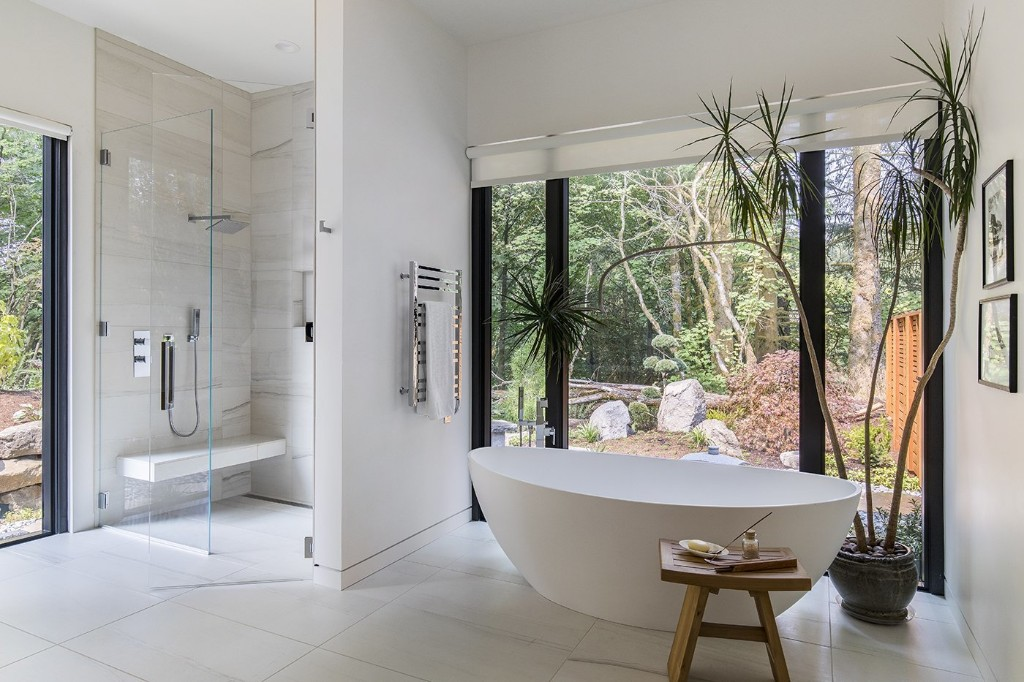 5 Homes With Soothing, Modern Bathrooms