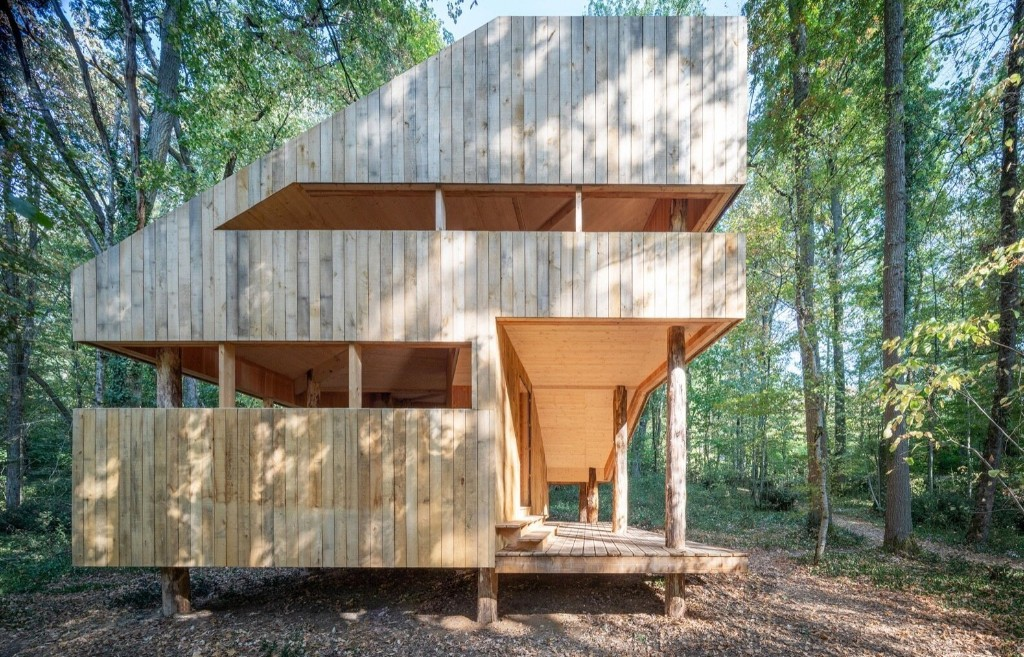 100% Wooden House by LOCAL and Suphasidh Studio
