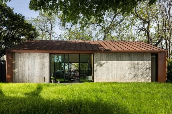 A Concrete Casita in Austin Does Double Duty as Guesthouse and Gear Storage