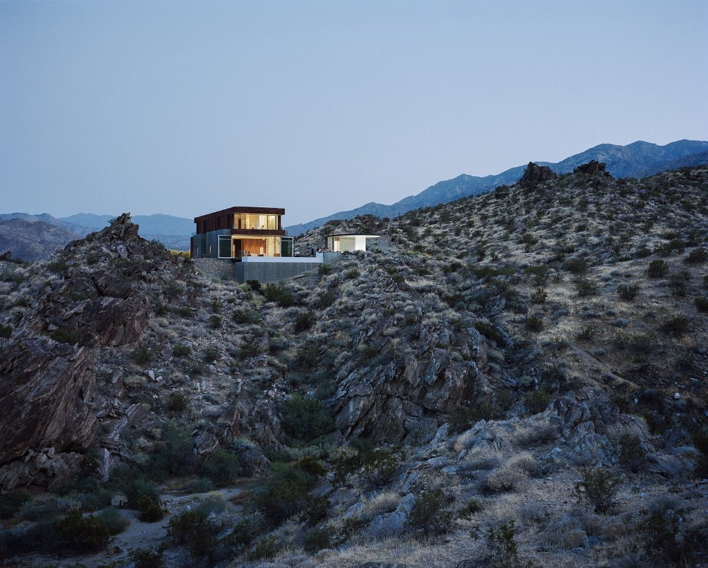 """This Palm Springs Desert Home """"Dissolves Barriers"""" Between Indoors and Out"""