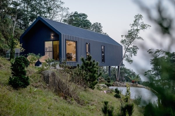 A Taiwanese Couple's Retirement Home Conquers Tricky Terrain With Prefab Construction