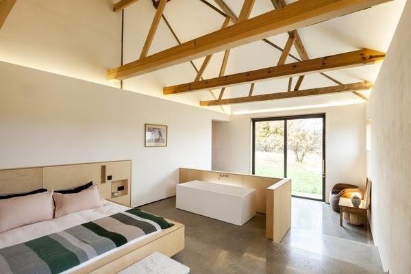 "Do Bathtubs Belong in Bedrooms? These Dwellings Say ""Yes"""