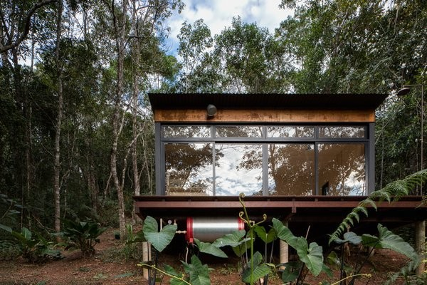 This Secluded Micro Cabin Perches Lightly in the Brazilian Forest