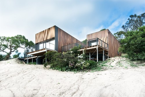 Articles about 7 homes frame stunning views water on Dwell.com