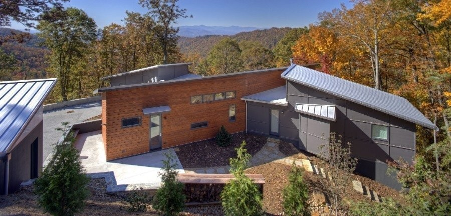 Articles about contemporary north carolina home navigates tricky site atop ridge on Dwell.com