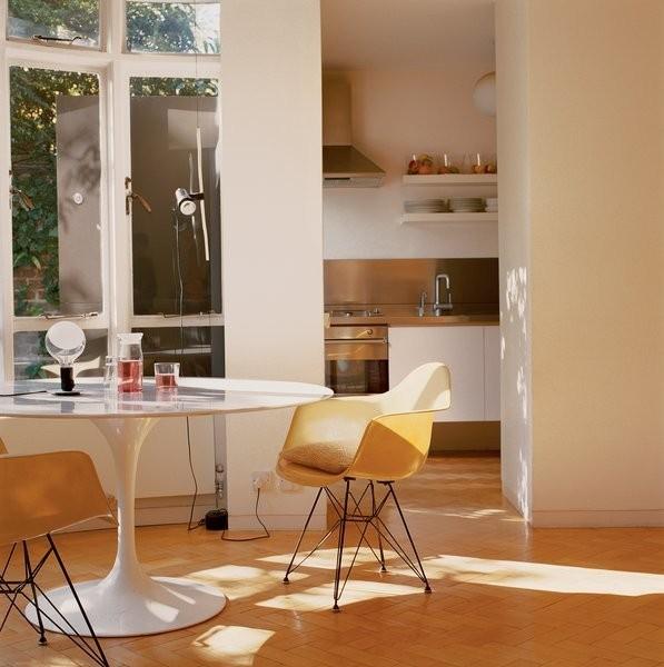 Designing with Eero Saarinen's Tulip Dining Set