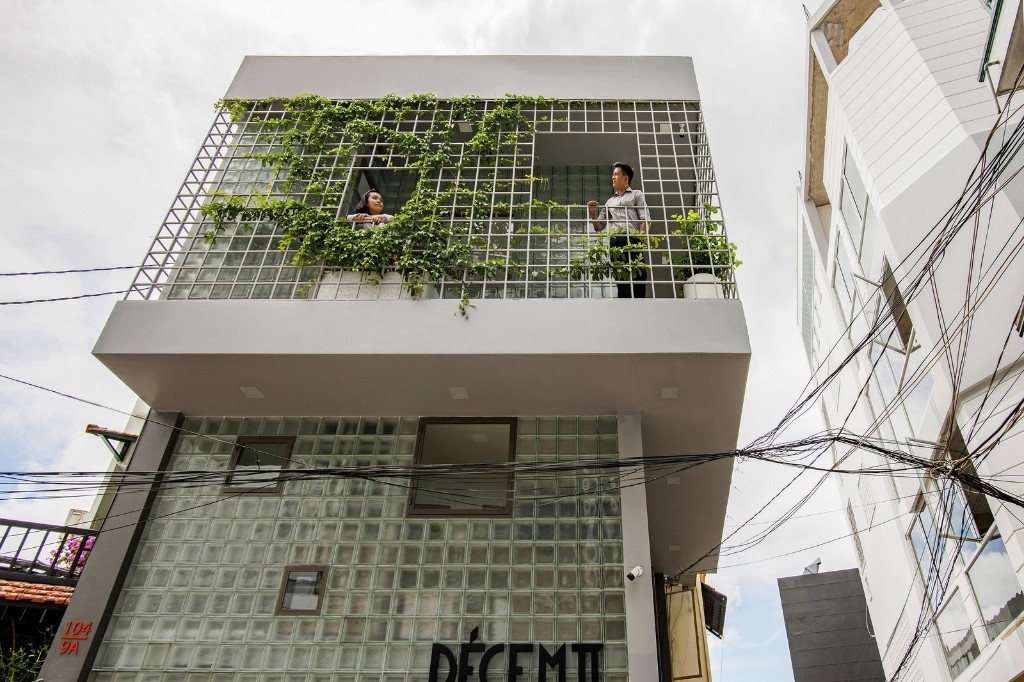 Glass-Block Micro House by ROOM+