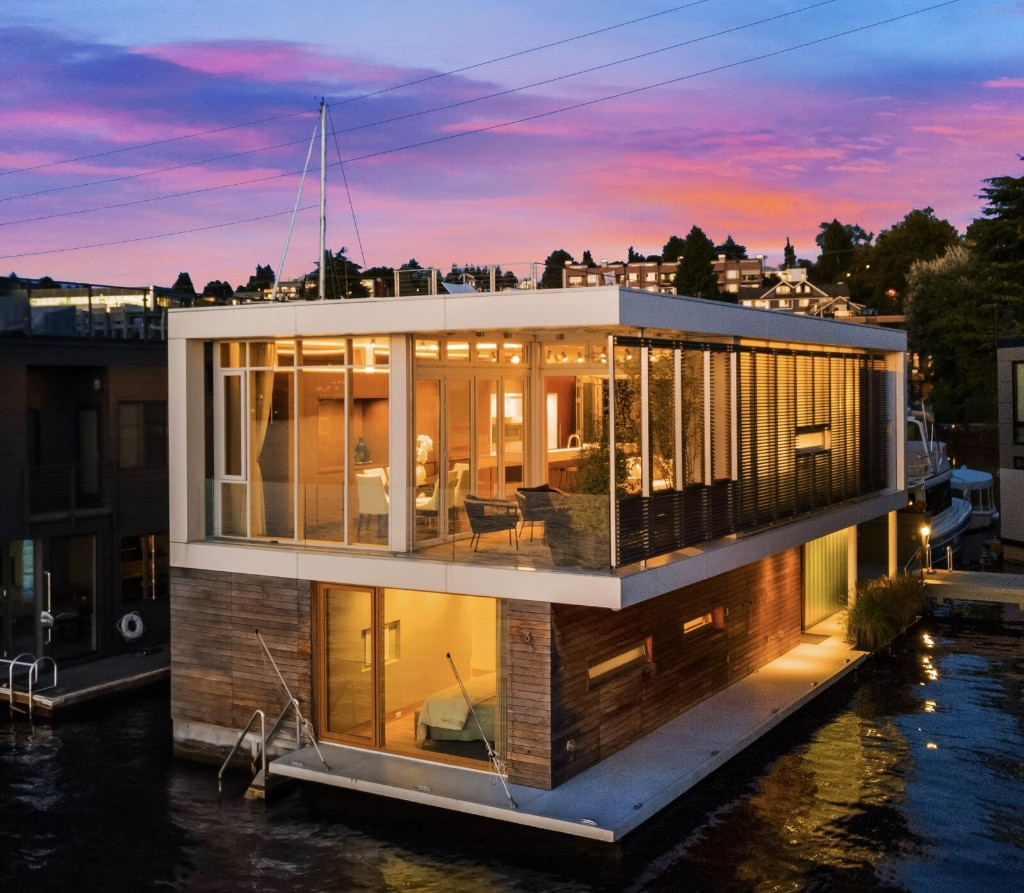 Seattle Floating Home by Vandeventer + Carlander Architects