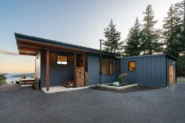 A Prefab Home Soaks Up Dreamy Island Views in the Pacific Northwest