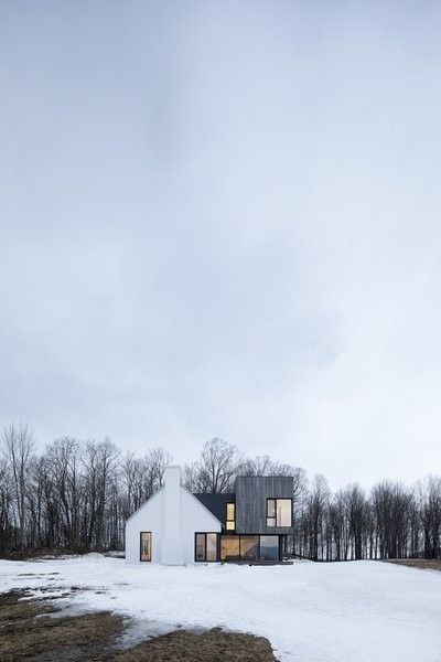 This Modern Farmhouse in Quebec Will Make You Do a Double Take