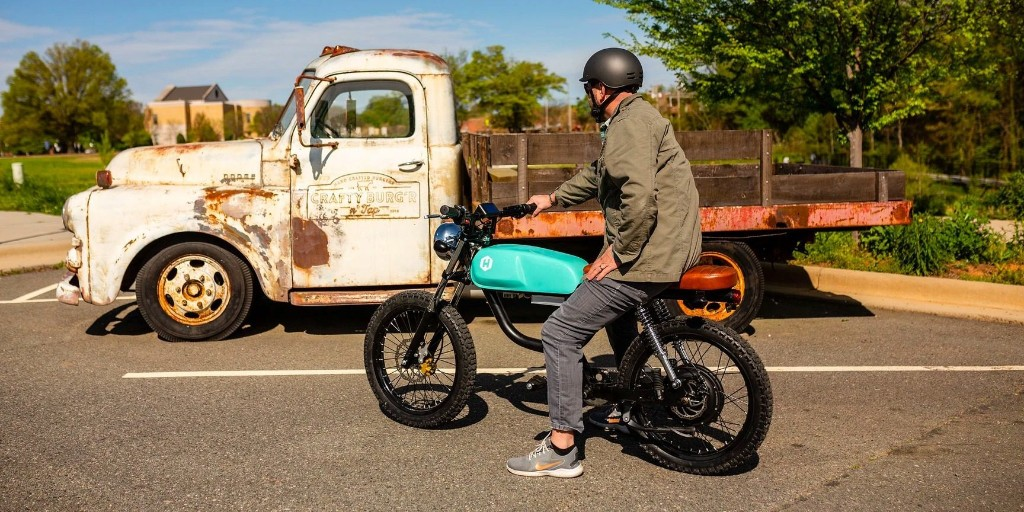 Huck Cycle's 60 mph electric mopeds get new VINs, paving way for legal riding - Electrek