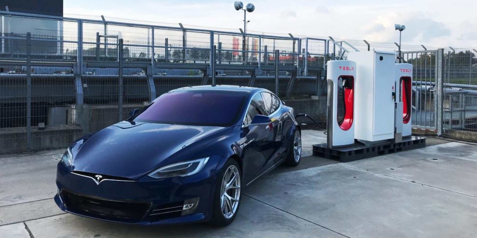 Tesla Model S Plaid prototype reportedly crashed on race track, new spoiler spotted - Electrek