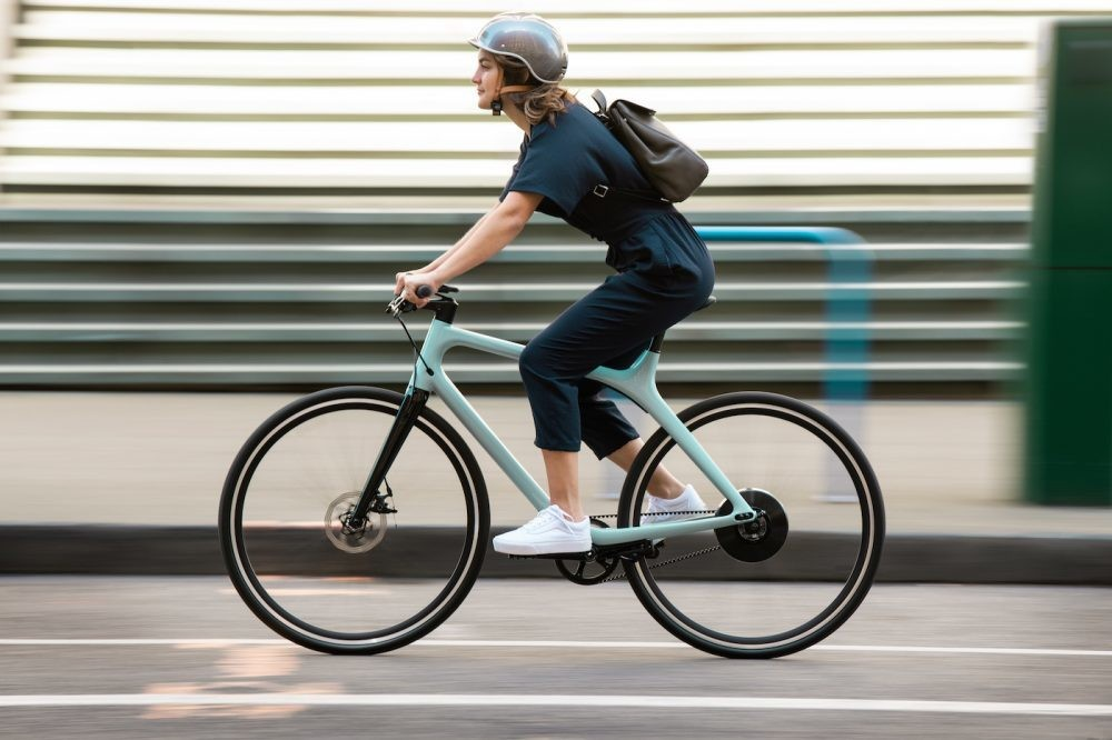 Eeyo 1 belt-drive e-bike unveiled buy Gogoro, 26 lb with new Smartwheel