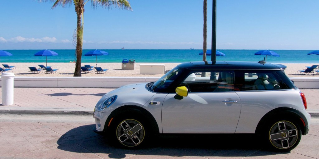 Electric Mini Cooper SE review — lots of fun for not a lot of money