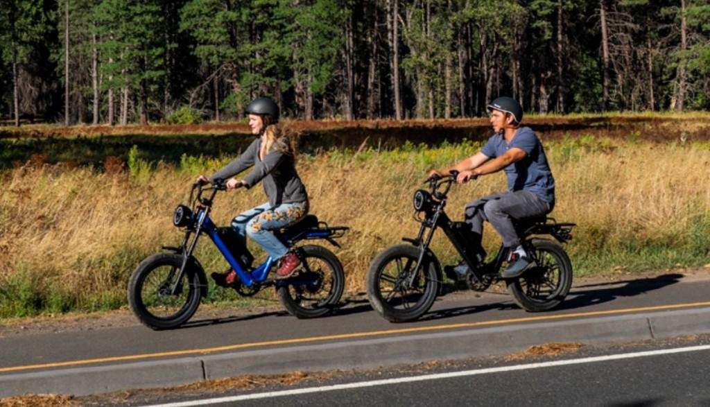 We rode the Juiced Scorpion retro moped ebike, now available for $1299 pre-order - Electrek