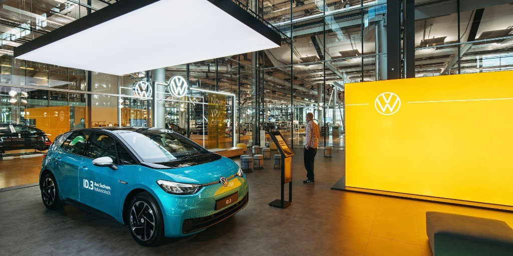 Volkswagen opens first 'store' to show off the ID.3 electric car arriving next month - Electrek