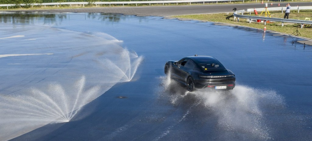 Porsche drifts Taycan electric car to new world record of 42 km straight — not a typo - Electrek