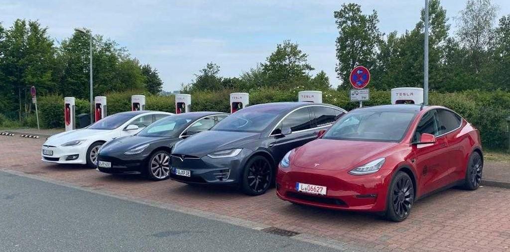 Tesla Model Y 'surprises' in highway speed test against rest of Tesla lineup - Electrek
