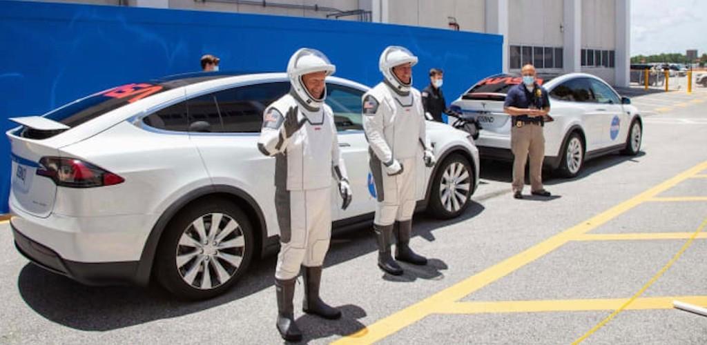 Tesla (TSLA) soars as market see SpaceX's success as credibility boost for Elon Musk - Electrek