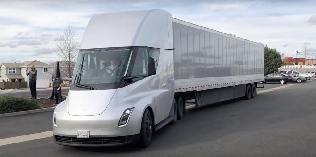 Tesla (TSLA) secures massive order of Tesla Semi electric trucks from Walmart - Electrek