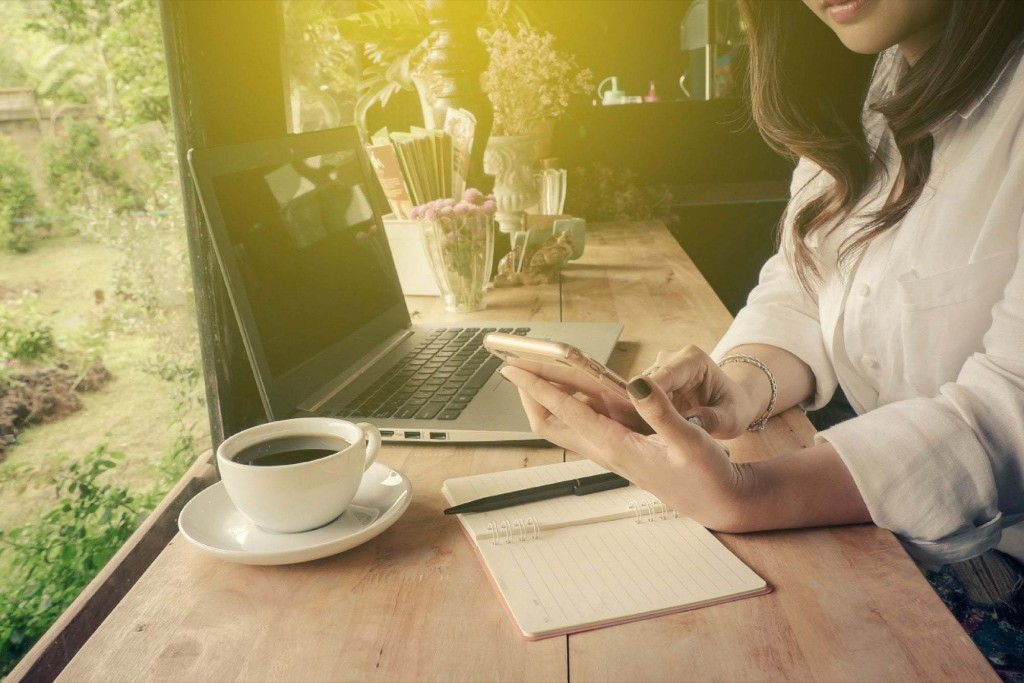 4 Tips on How to Make 6 Figures as a Full-Time Freelancer
