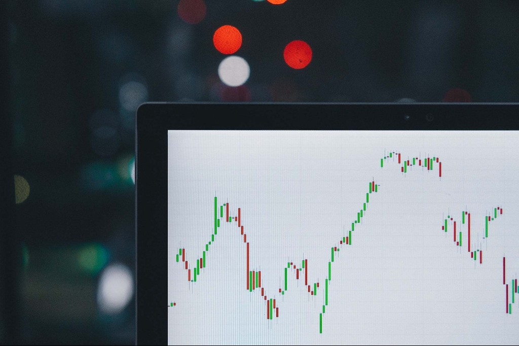 Looking to Invest on the Side? Learn Quantitative Trading Skills in This 7-Course Bundle.