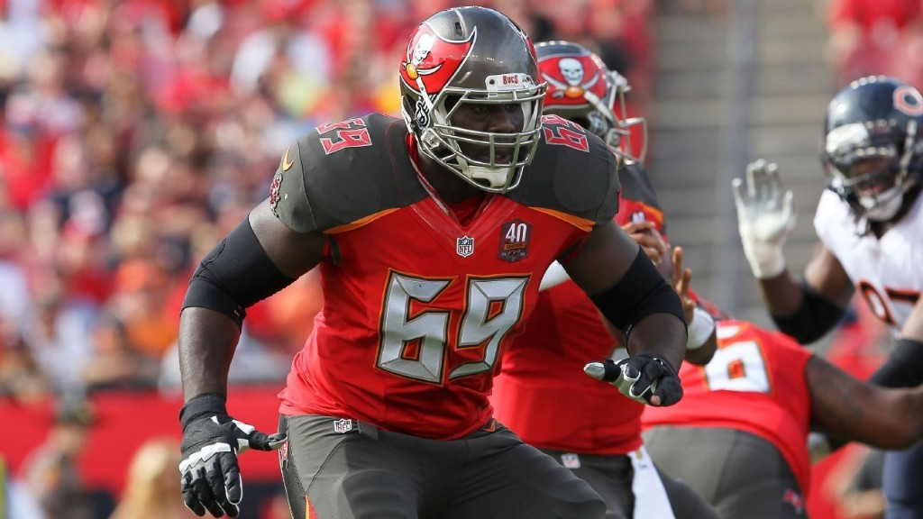 Broncos sign former Buccaneers offensive tackle Demar Dotson
