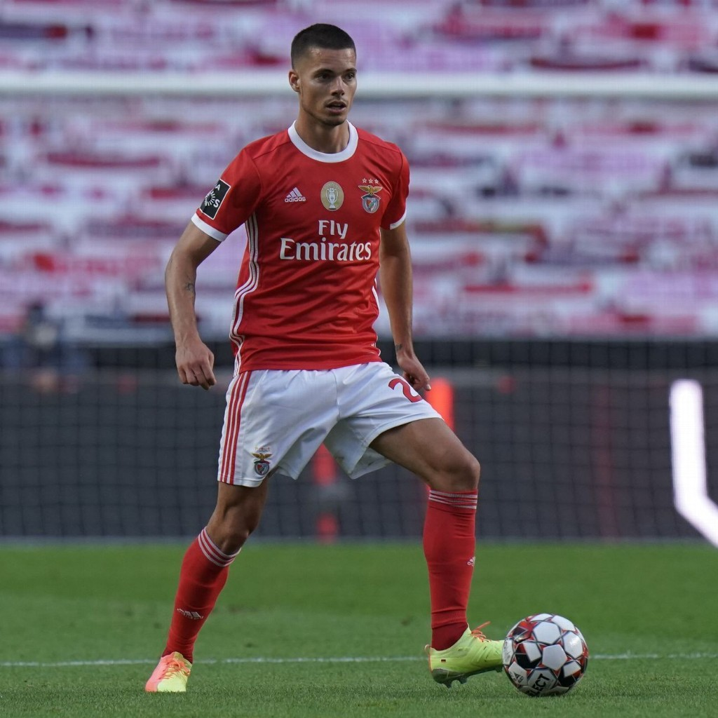Two Benfica players injured, taken to hospital after bus attack