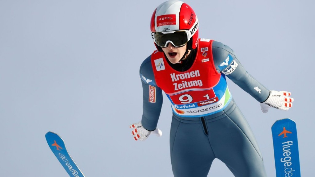 Ski jumper Eva Pinkelnig crashes, has surgery on ruptured spleen